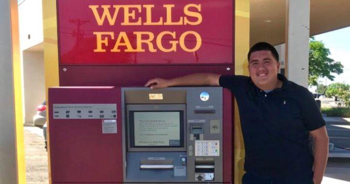 Jose-Nuñez-Romaniz-next-to-Wells-Fargo-ATM-family-photo